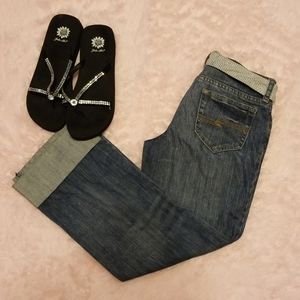 Arizona jean co. dark wash, capri jeans with belt